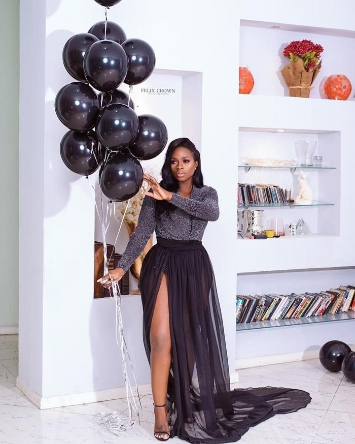total look noir vêtements femme stylée robe longue fendue tutu blouse paillettée gris anthracite tenue élégante femme
