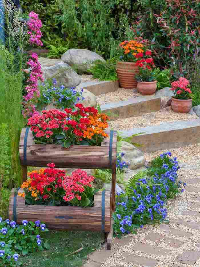 1 aménagement cour extérieur construction des escaliers et des pots a fleurs originals