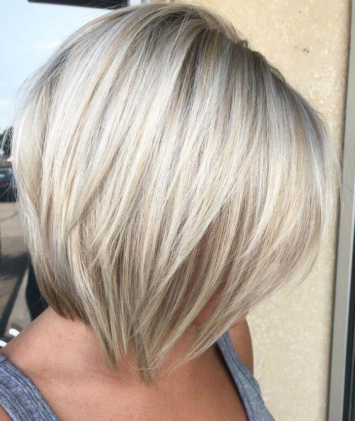 13 coupe idéale cheveux fins femme avec une coiffure en couches en blond froid