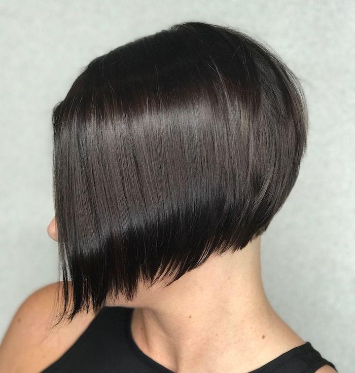 4 coupe courte femme cheveux fins coiffure feminine asymetrique et lissante en noir