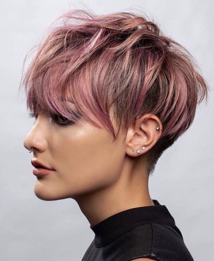 9 coupe pour cheveux fins et raides coiffure pour un couleur rose jeune femme avec piercing au nez 1