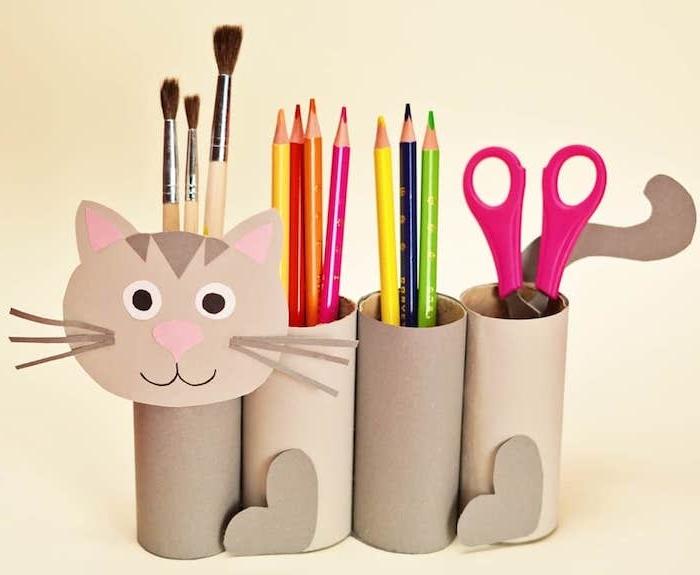 activité manuelle 6 ans avec des rouleaux de papier toilette recyclés et motif tête de chat en papier