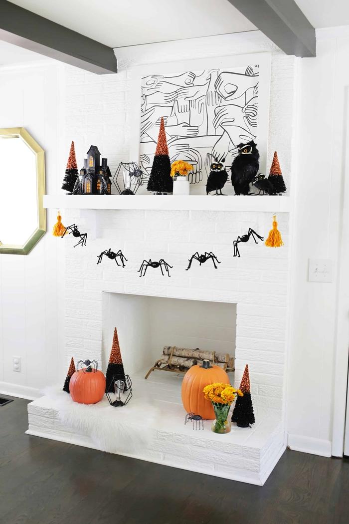activite manuelle automne bricolage halloween fabrication guirlande facile araignee pompon deco cheminee blanche