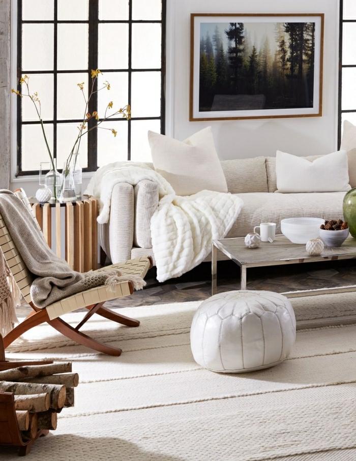 aménagement déco salon cocooning style nordique salon chaleureux canapé cocooning intérieur moderne canapé blanc cozy table basse métal pouf marrocain blanc poster