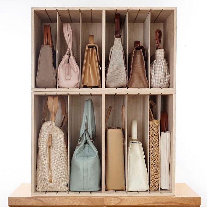 astuces rangement pour mieux organiser les sacs a main avec des boites
