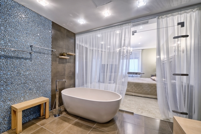 banquette bois carrelage aspect béton éclairage led chambre avec salle de bain rideaux blancs peinture murale vert de gris