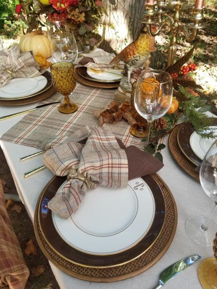 beau desing marron deco bricolage automne facile déco table d automne occasion special nappes carrees citrouille