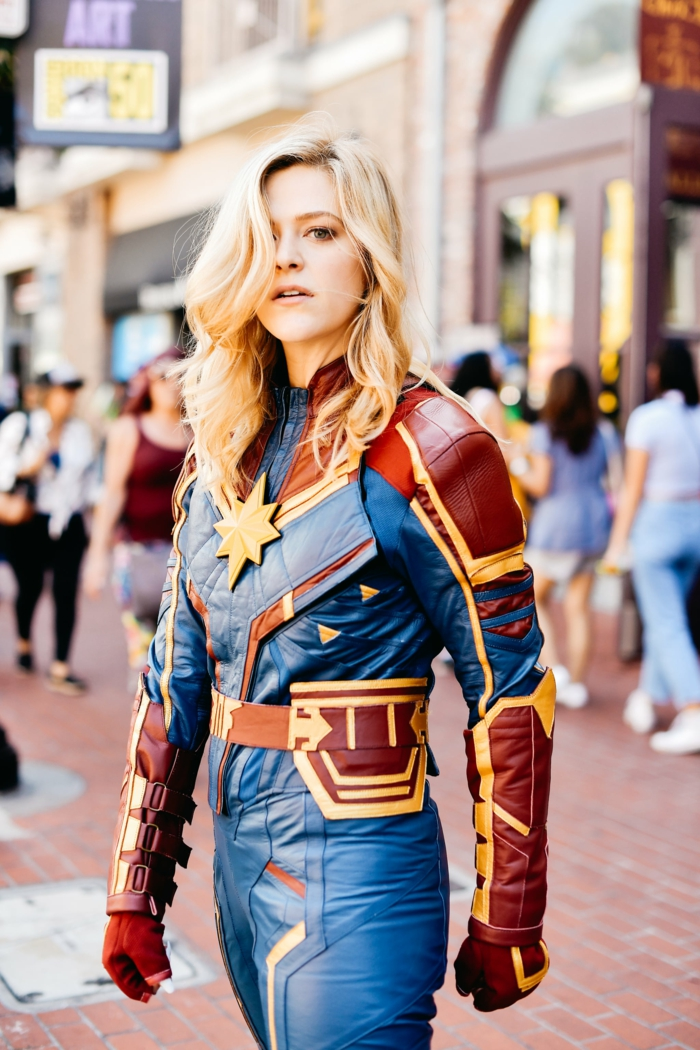 belle femme blonde captain marvel costume cosplay idée déguisement film culte