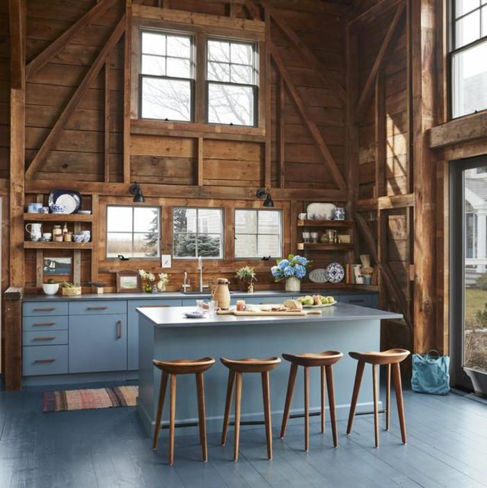 bleu rustique ilot et cuisine chalot bois cuisine bois brut comment décorer bien sa maison vase fleurs