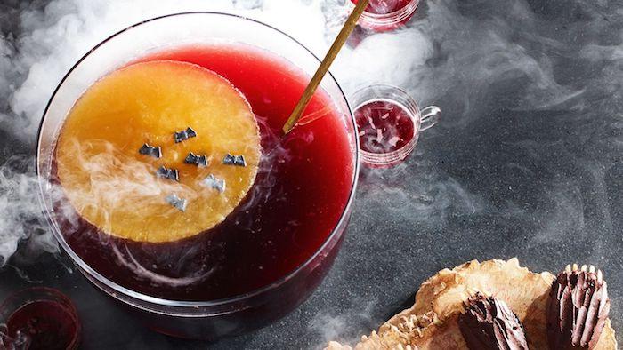 boisson de halloween punch avec des fruits idee apero halloween avec jus d ornage et vodka