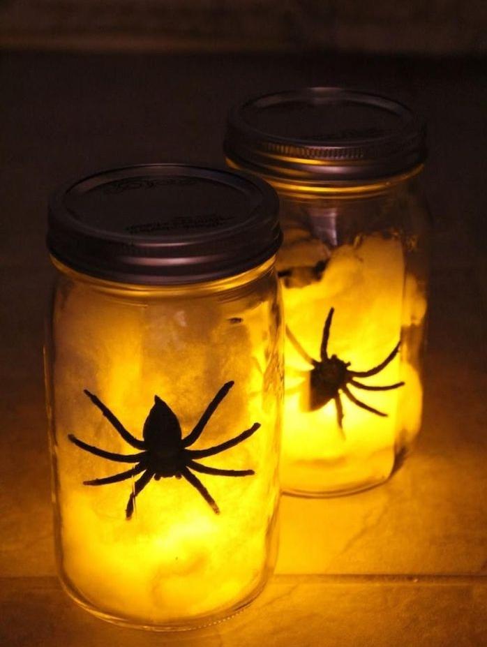 bricolage halloween adulte pot en verre rempli de lumiere avec araignée et coton pour decorer pour halloween