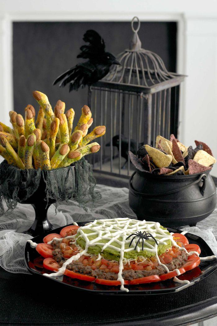 buffet halloween des doigts faches decoration d une cage et corbeau