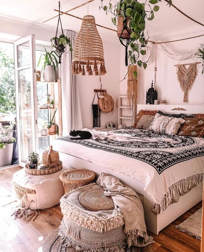 cadre de lit baldaquin suspension macramé diy couverture de lit mandala franges deco ethnique chambre pouf ottoman