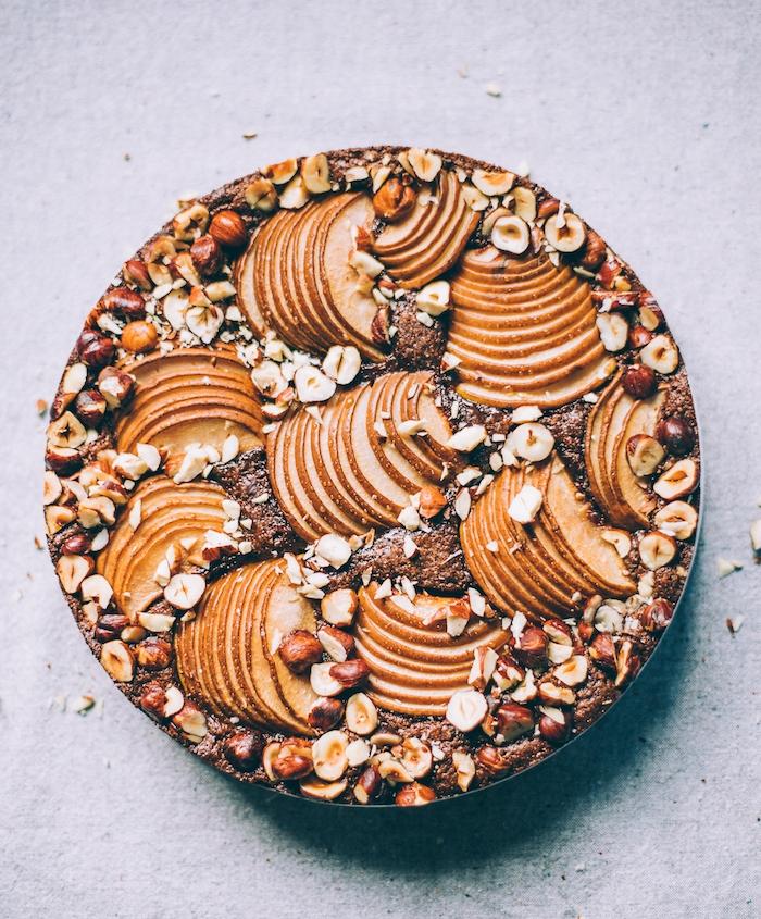 cake chocolat poire aux noisettes avec farine d amande sans gluten idee dessert automne healthy fruits de saison