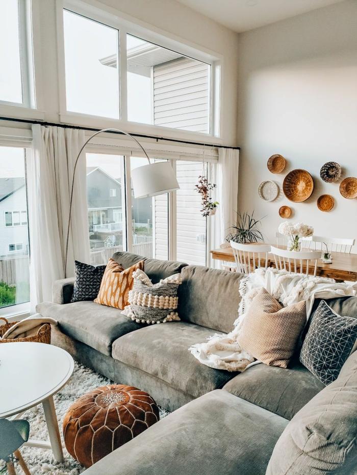 canapé en angle gris tapis shaggy idee deco salon cosy canapé cocooning simple déco bohème