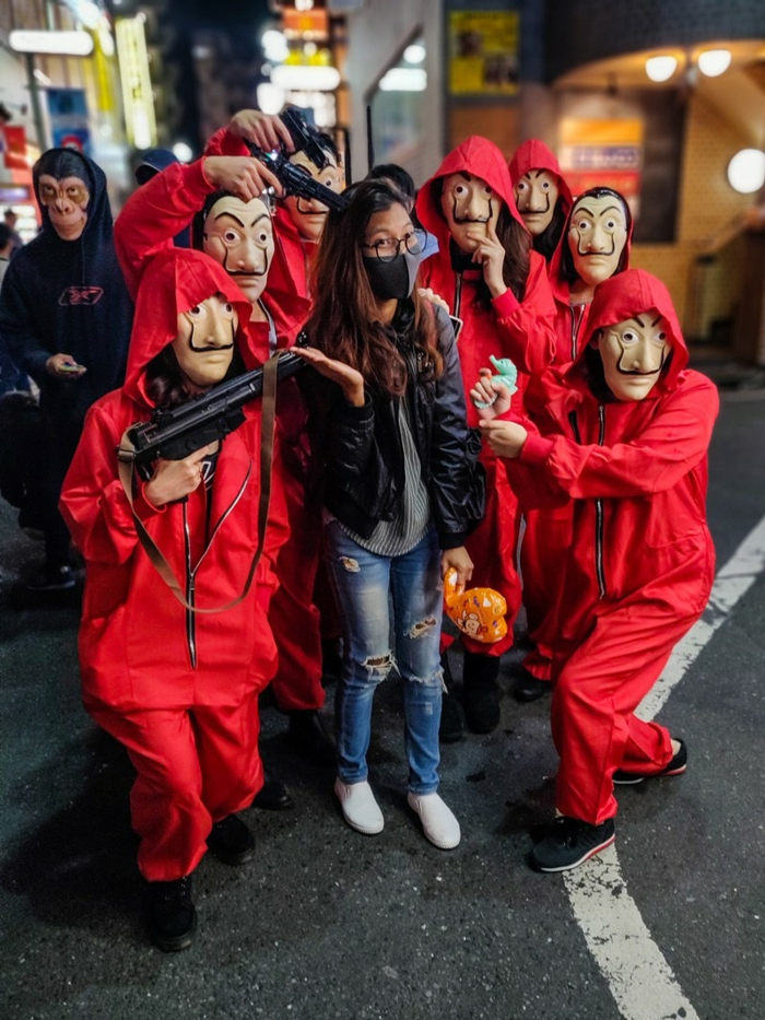 casa de papel halloween group dali masques monney heist rouges costumes déguisement cinéma idée déguisement personnage de film