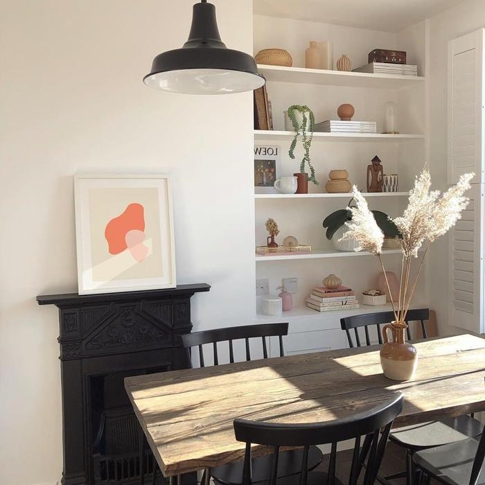 cheminée décorative noire peinture abstraite cadre bois blanc fleur de pampa deco rangement étagère murale blanche