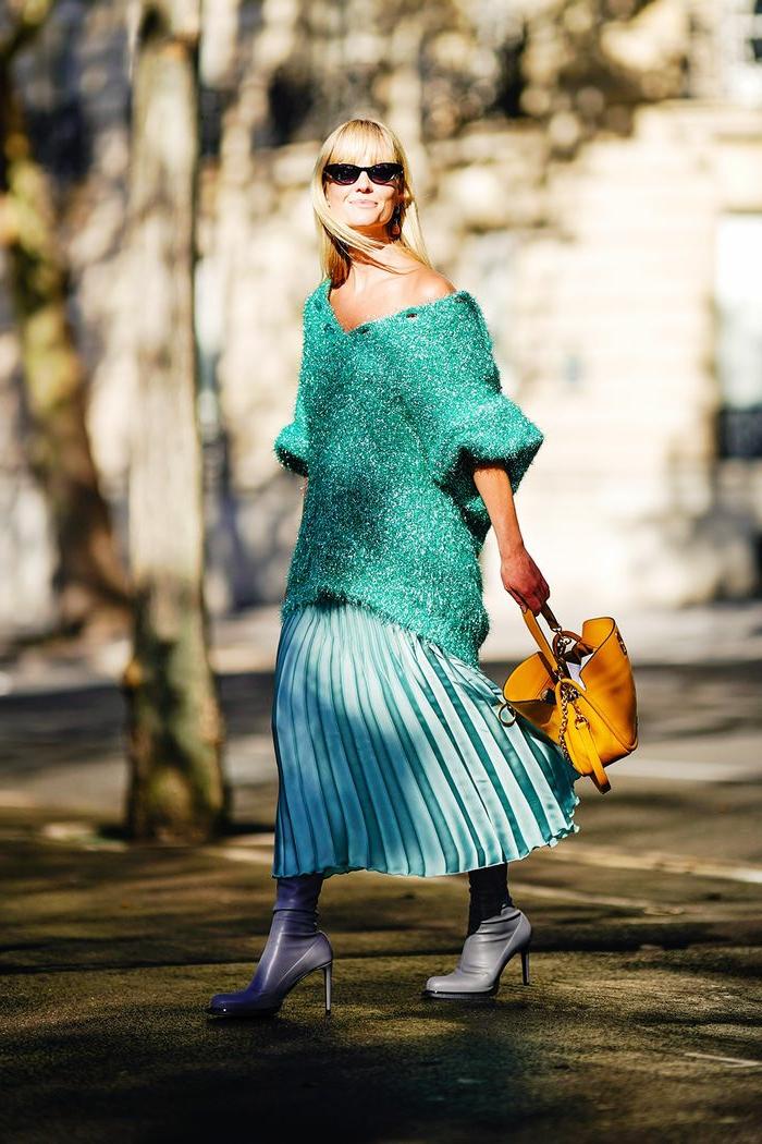 chic tenue pull longue avec mache vaste jupe longue blanche ensemble femme chic idée jupe tenue vert claire menthe