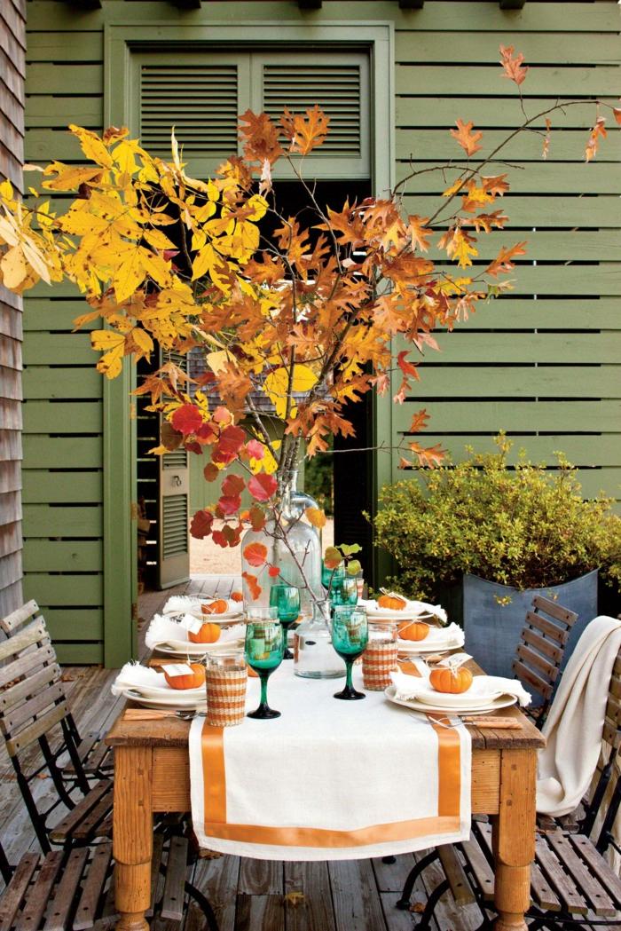 chouette idée soiree au jardin branches avec feuilles d automne bricolage automne facile déco table d automne occasion special