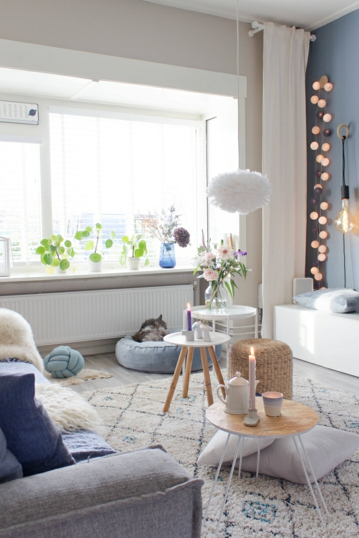 cocooning idée d interieur style hygge scandinave appartement cocooning idee deco salon tapis shaggy guirlande lumineuse