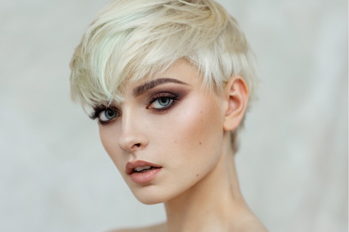 coiffure femme 60 ans épanouie coupe courte pixie ou du lutin 1