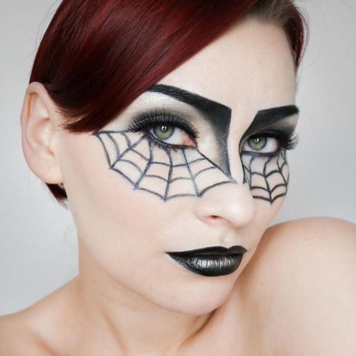 coloration cheveux courts coupe frange côté makeup halloween facile rouge à lèvre noir dessin araignée toile noir yeux verts
