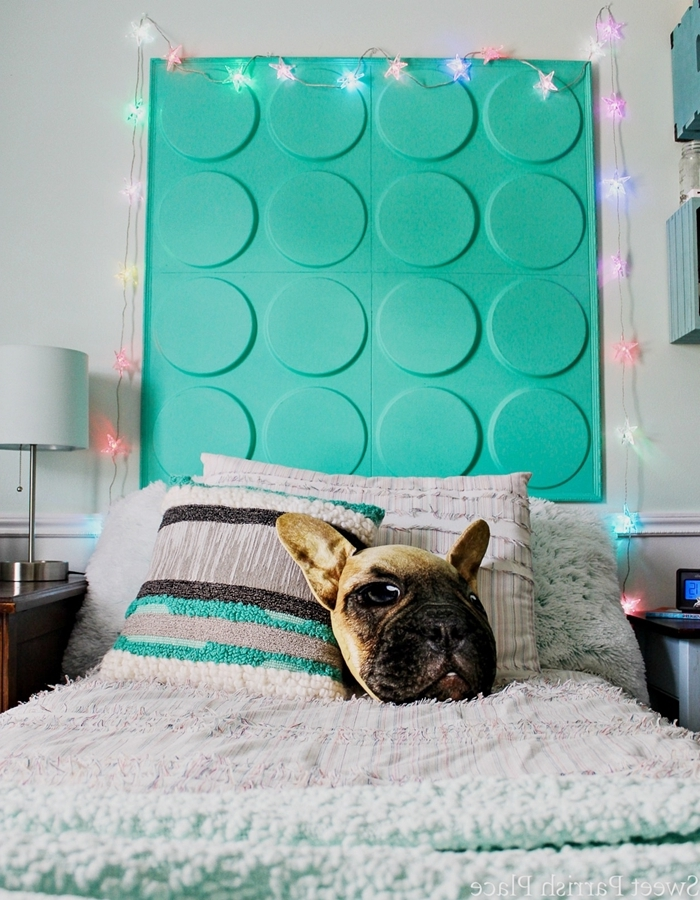 comment faire tête de lit avec panneau mural 3d peiture turquoise fabriquer une tete de lit originale déco chambre vert et blanc