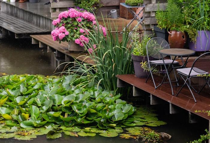 comment faire un jardin zen avec etang meubles de jardin chaise et table fer forge terrasse bois fonce deco exterieure zen