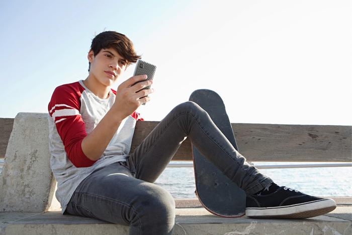 comment garder vos enfants en securite sur internet farcon tshirt rouge et blanc