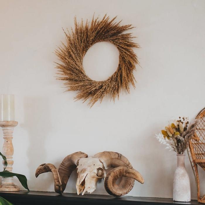 couronne en plumeau plante séchée décoration murale à faire soi même style bohème bougeoir bois mini chaise paon