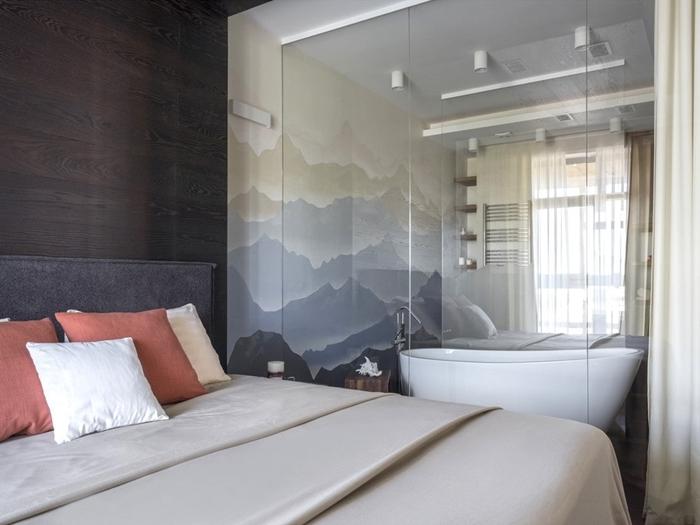 coussins décoratifs salle d eau dans chambre papier peint salle de peint motifs paysage baignoire autoportante revêtement mur foncé bois
