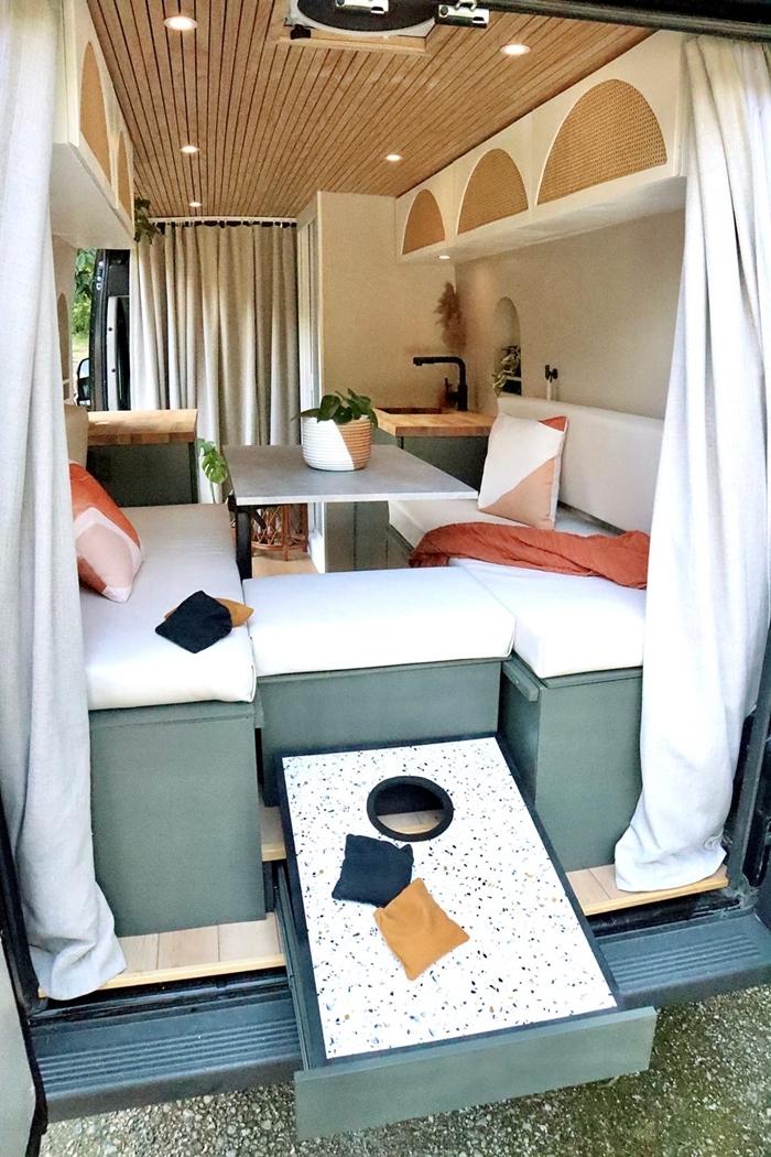 déco petit espace meubles fonctionnels éclairage led plafond bois amenagement vehicule utilitaire meubles convertibles