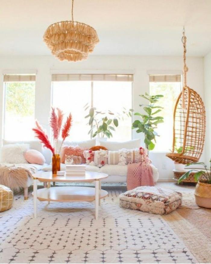 déco salon cocooning hygge scandinave style nordique pastel balancoire rotin lustre boheme tapis geometrique canape blanc