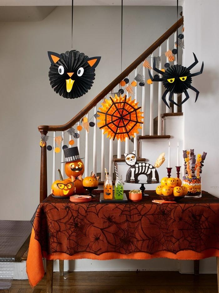 déco table halloween nappe toile d araignée déco papier crépon facile citrouille araignée en papier noir chat noir