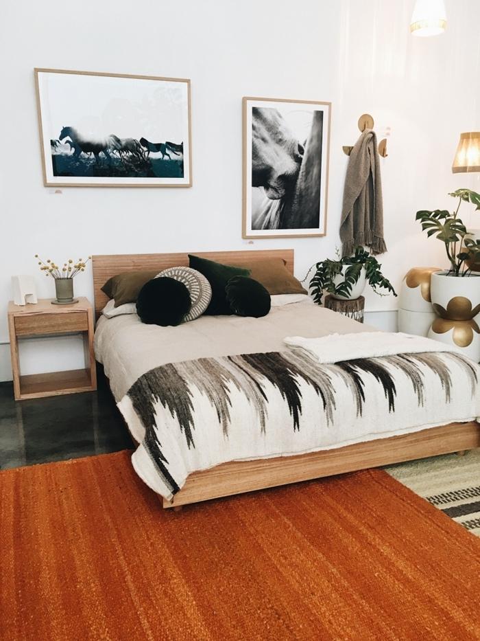 décoration bohème chambre moderne blanche peinture cadre photo bois coussins décoratifs meubles bois clair tête de lit