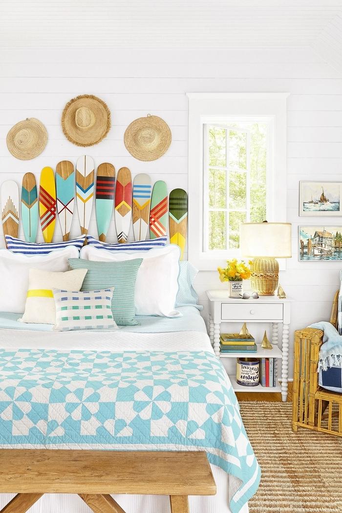 décoration bohème style marin chambre enfant tete de lit diy en bois peinture motifs géométriques chapeaux pailles