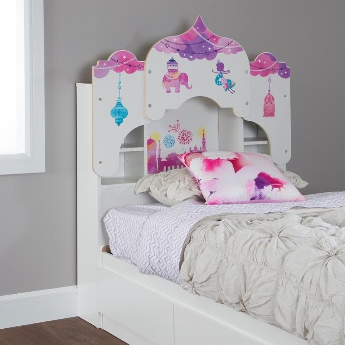 décoration chambre gris et blanc tete de lit avec rangement intégré chambre enfant couvertue de lit blanc ivoire coussin décoratif