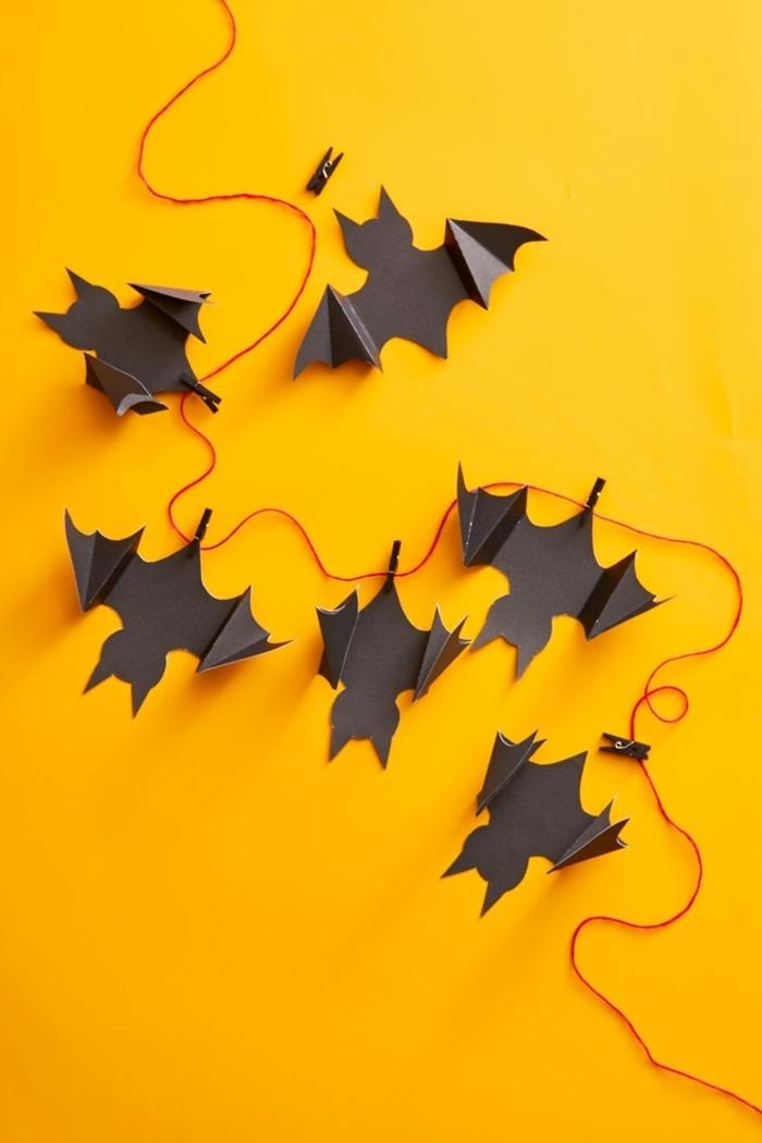 décoration halloween à faire soi même chauve souris en papier noir diy guirlande facile avec figurines effrayantes halloween