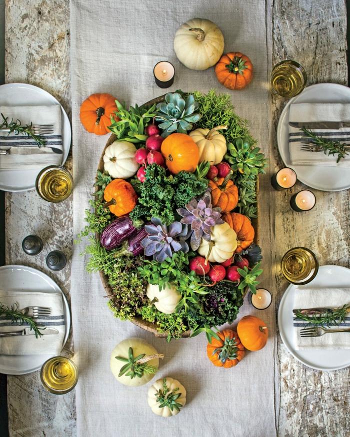 de haut photo de table décoration mariage automne deco d automne thème automne petits citrouilles nape en lin gris bougies