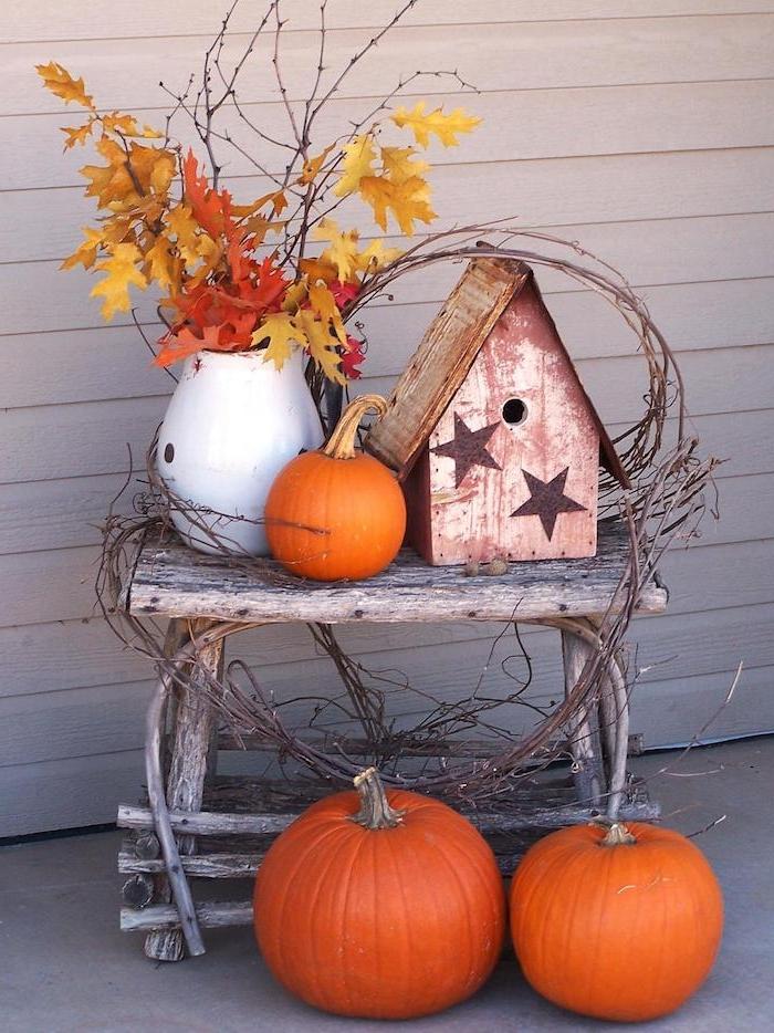 deco automne exterieur fabriquer une deco halloween maisonnettede vois citrouilles branches decoratives