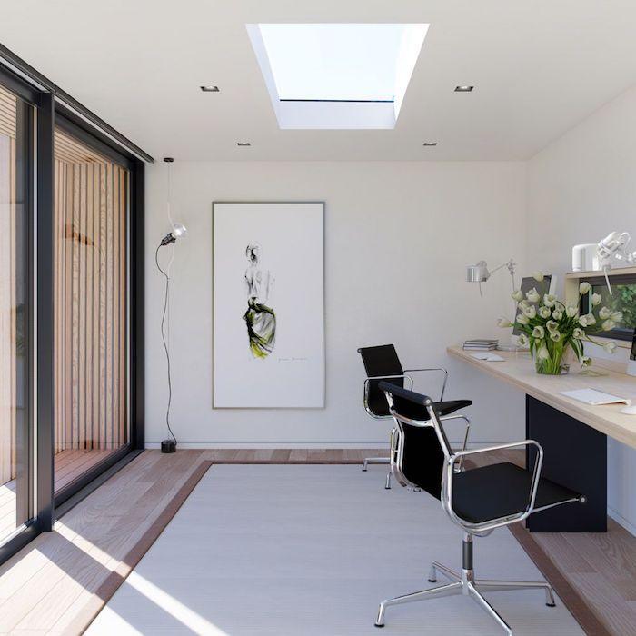 deco bureau moderne en blanc avec des chaises bauhause et cadres noirs tabeux abstrait au mur