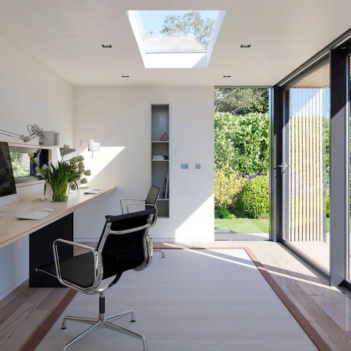 deco bureau moderne style minimaliste toit ouvert murs blanches et fenetres en cadres noir