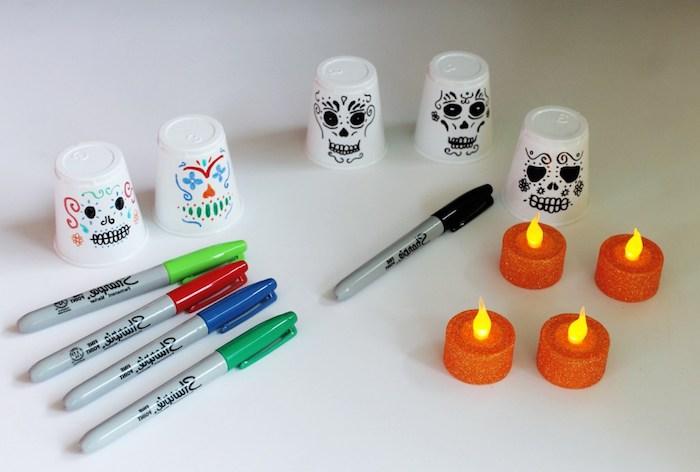 deco halloween a faire soi meme idee votives lanternes a faire soi meme en gobelets plastiques tete de mort et votives