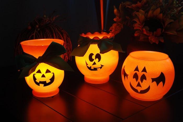 deco halloween a faire soi meme lanternes diy dans recipient en verre avec motif jack o lantern et ruban noir
