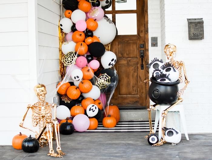 deco halloween exterieur a faire soi meme ballons citrouille orange porte entrée fête octombre automne célébration