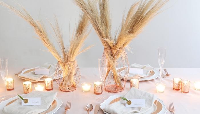 deco pampa centre table vase fil fer rose gold plantes séchées bougies idée table automne fête nappe blanche
