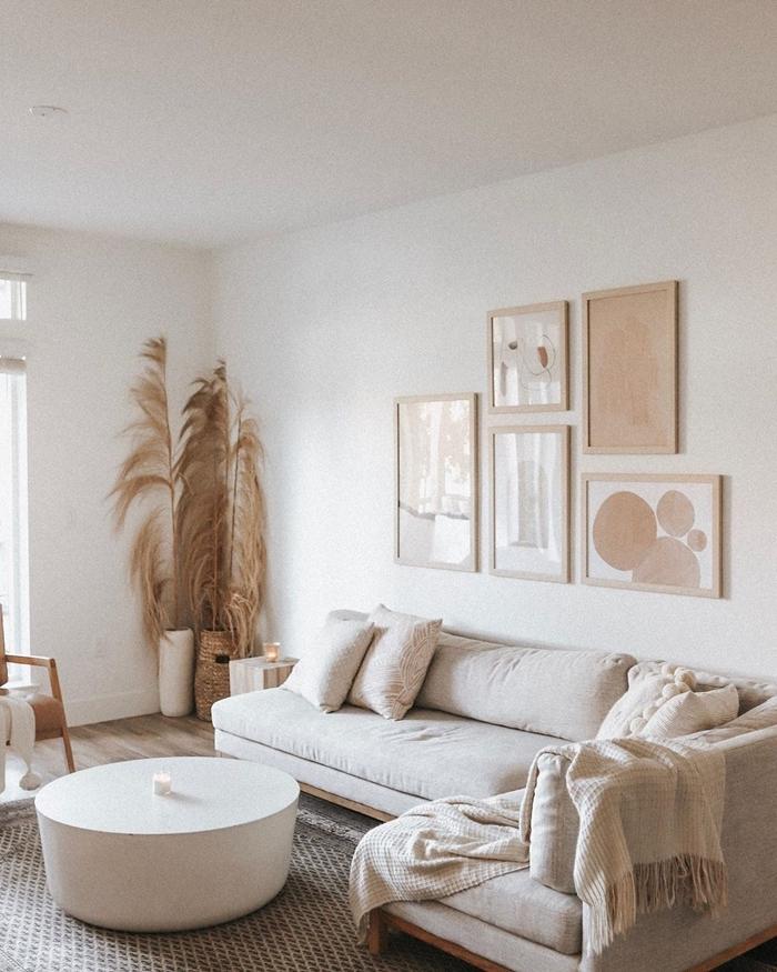 deco pampa style boho chic intérieur minimaliste vase tressé table basse ronde tapis gris parquer bois clair chaise bois