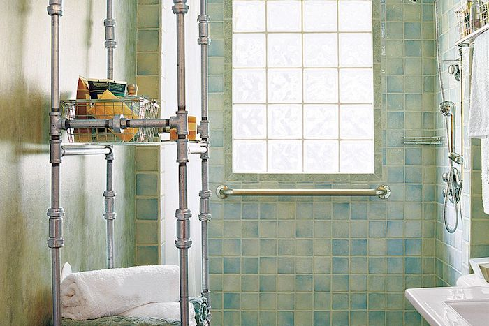 decoration dans la salle de bain amenagement carrela en vert et bleu