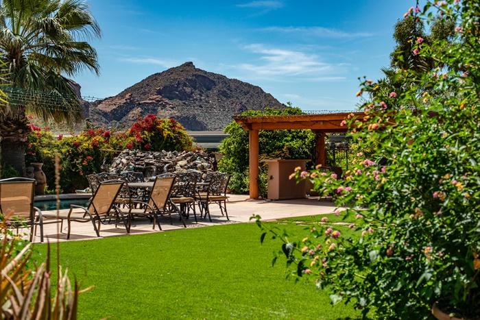 decoration de jardin cour arriere avec cascade pompe eau equipement entretien jardinage idee amenagement exterieur