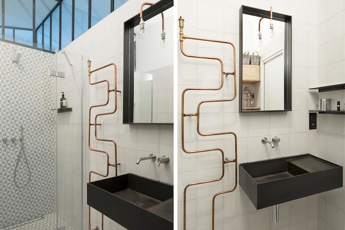 decoration salle d eau elements en noir et carrelage en blanc style original
